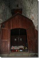 Hütte in der Grotte