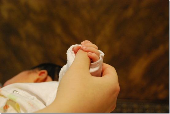 baby-hands-251273_1920